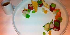 Rolletjes gemarineerde tonijn en krab (Marinated tuna and crab rolls)